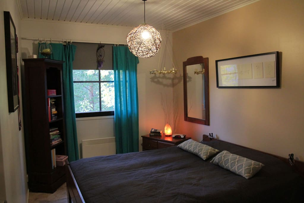 Nice, spacious and quiet bedroom with closet