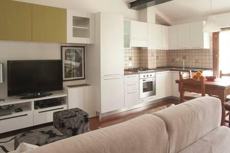 Single Room with Private Bathroom B&B Il Girasole - Castel San Pietro Terme - Wikt i opierunek