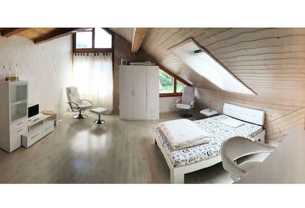 Loft in Doppeleinfamilienhaus - Seftigen - Vindsvåning
