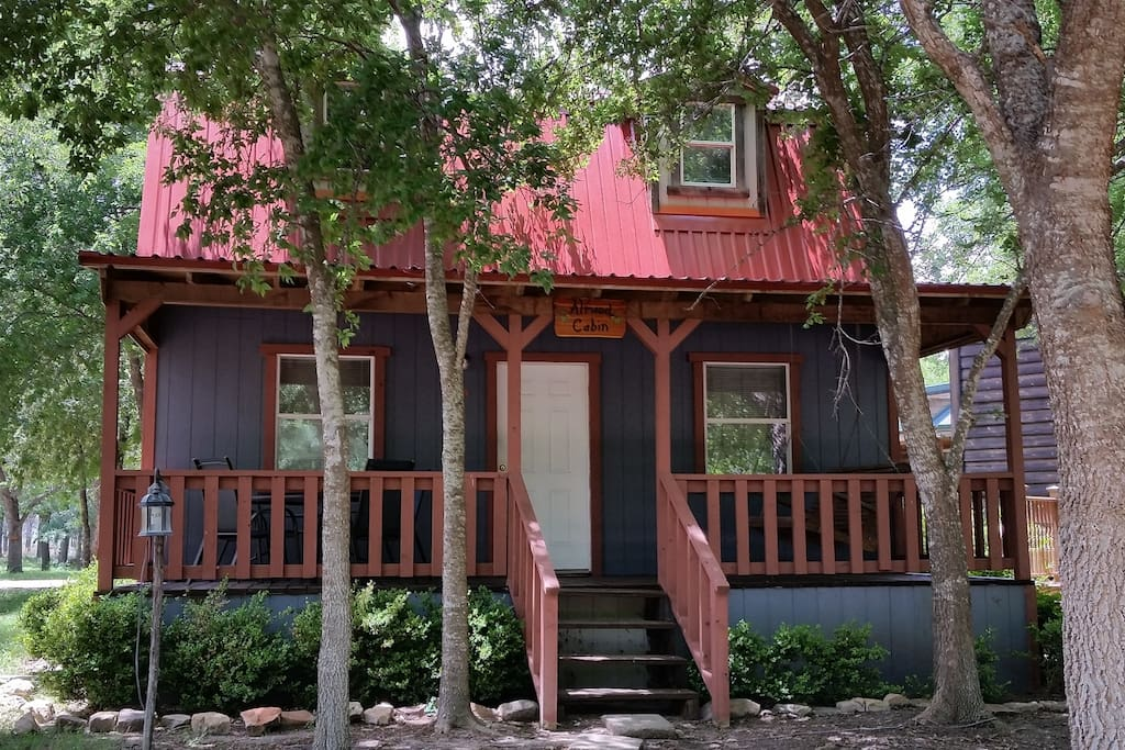 Mendelbaum winery almond cabin cabins for rent in for Cabin rentals fredericksburg tx