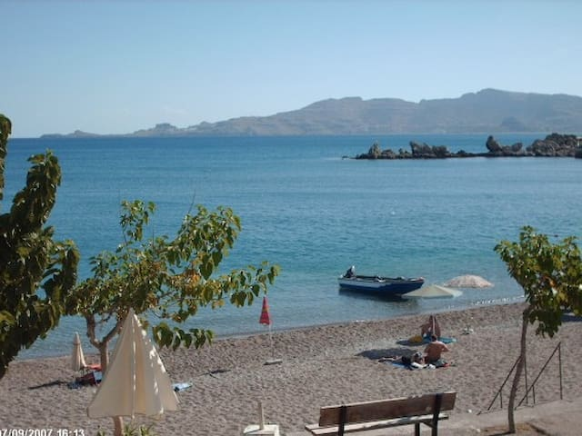 Charming apartment ON the beach! - Rodes - Apartamento