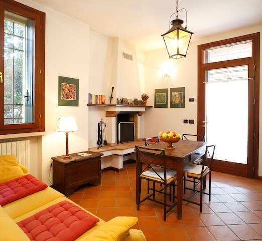 Appartamento di charme con piscina e veranda per 2