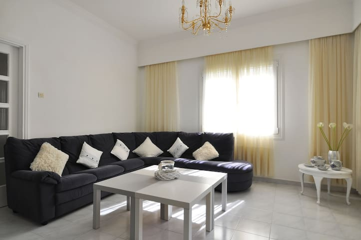 Bright spacious flat near metro