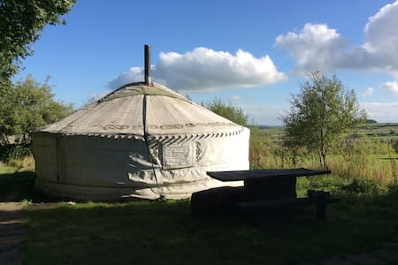 Large yurt with heated bathroom - Buxton