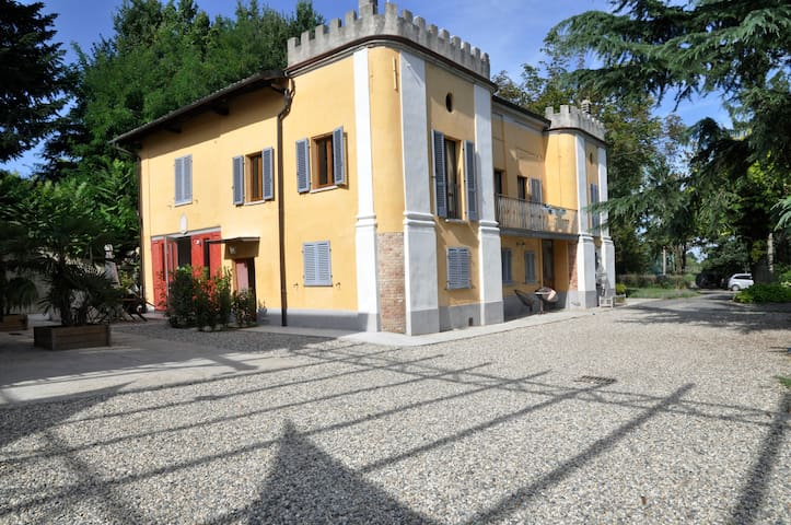 Villa apartment with pool - nizza Monerrato - Apartamento