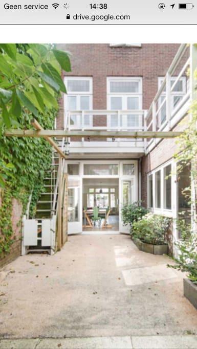 openslaande deuren naar tuintje met dakterras