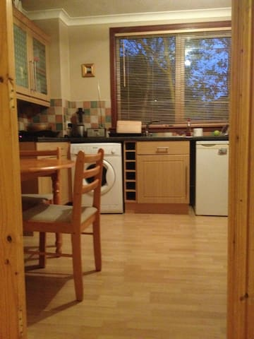 Comfortable room in quiet flat - Peterculter - Huoneisto