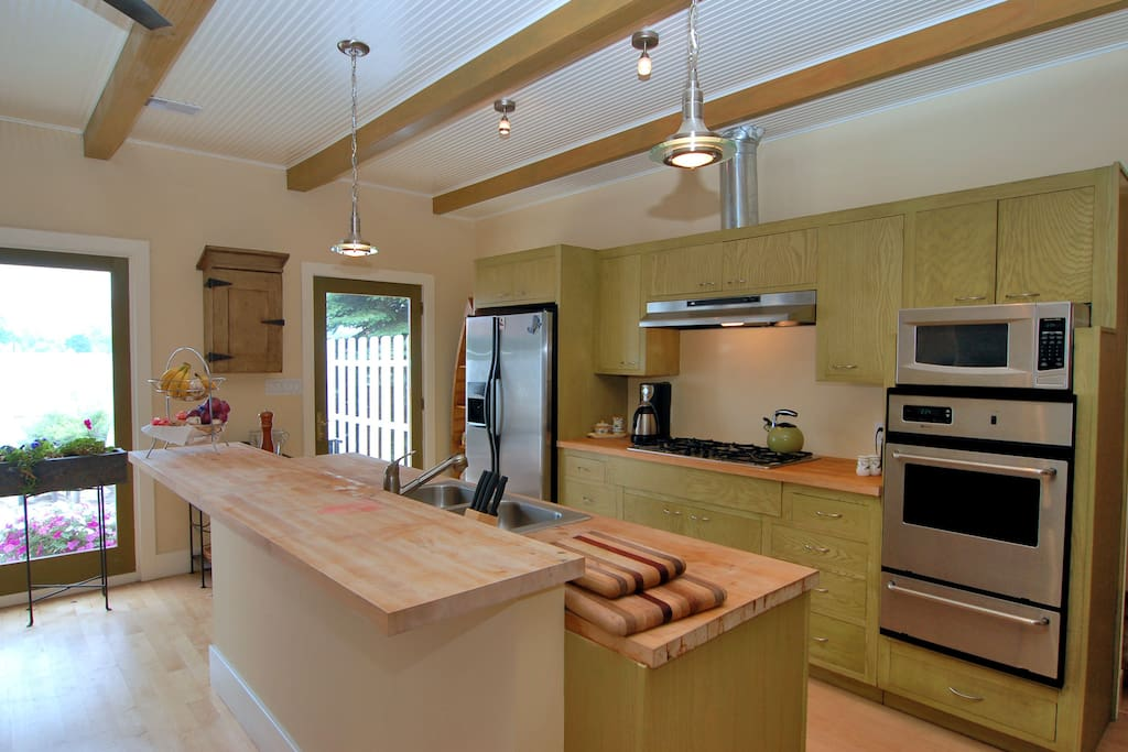 Gourmet Kitchen with island seating