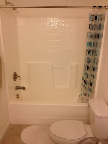 Private room with its own bathroom - Morrisville - Casa