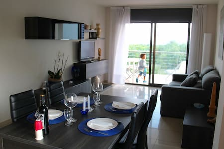 2 bedrooms on the beachfront - Roses - Apartment