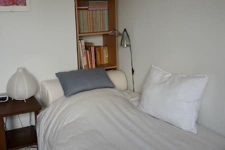 Chambre single équipée confortablement - Saint-Gilles