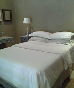 Shark and Shoal Guesthouse  Room 3 - Umkomaas - Bed & Breakfast