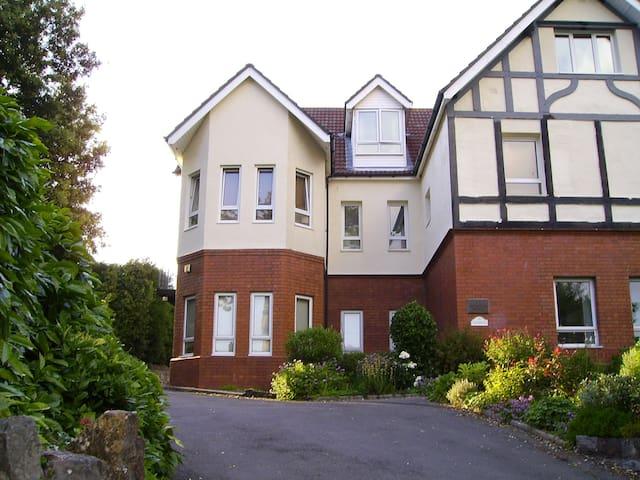2 double bedroom ground floor flat - Cardiff - Apartmen