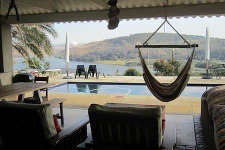 Shark and Shoal Guesthouse Room 4 - Umkomaas - Bed & Breakfast