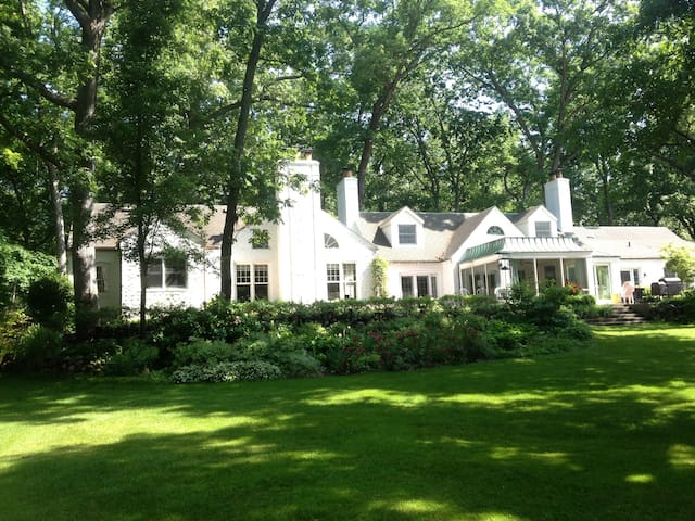 A Summers Place - South Bend - Bed & Breakfast