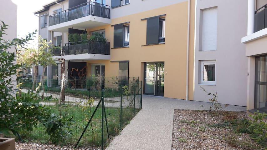 T2  38m2 + terrasse et jardinet - Millery - Apartamento