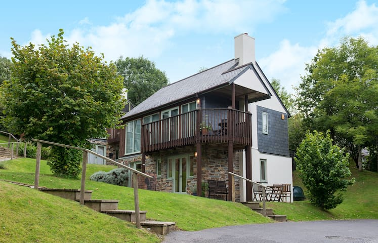 Three bed lodge in woodland setting - Saint Mellion - Hus