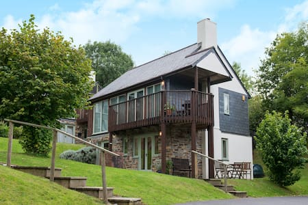 Three bed lodge in woodland setting - Saint Mellion