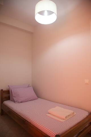 2nd Bedroom with a single bed