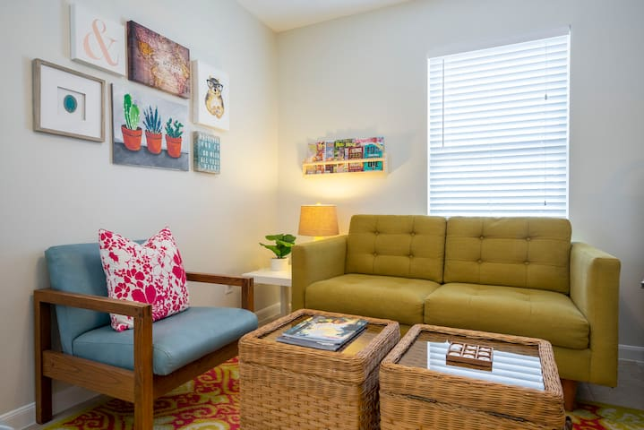 Cozy Studio in Montrose, the Heart of Houston