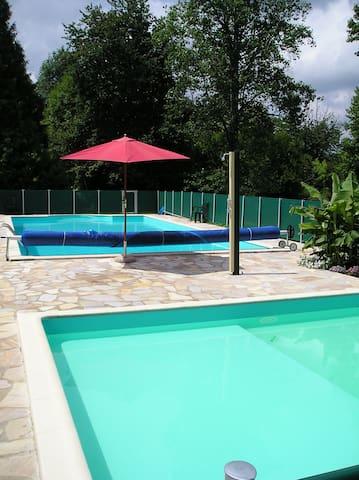Le Pavillon II, kleinschalig park in de Dordogne - Hautefort - House