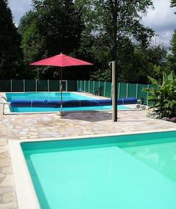 Le Pavillon II, kleinschalig park in de Dordogne - Hautefort - Talo