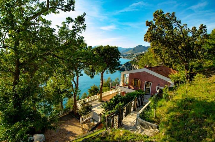 Villa Julia  al mare con giardino