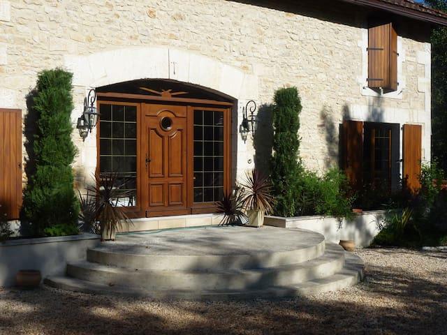 Fontcourt Stables Gite - Chasseneuil-sur-Bonnieure - Lägenhet