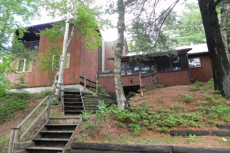 Lakefront Cottage Near Algonquin Park!