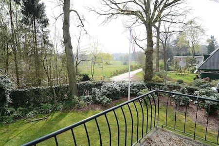 Villa 25 minutes from Amsterdam - ฮิลเวอร์ซัม - วิลล่า