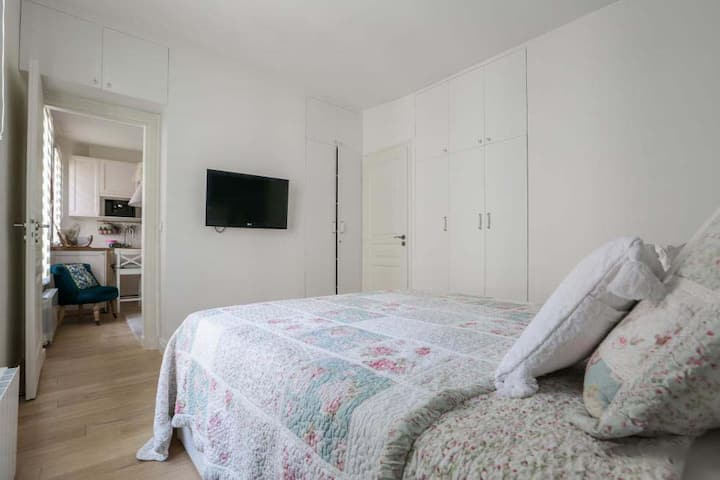 Romantic & luxurious 37 sq meter Canal St. Martin