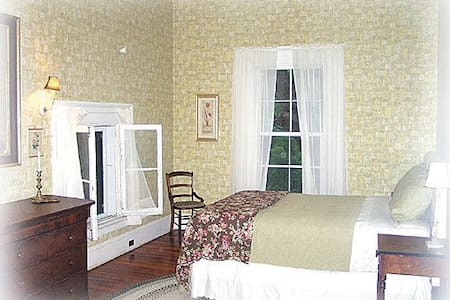 The Garden Suite at Hartford House - Bed & Breakfast