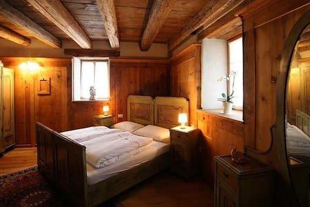 """Superior """"legno"""" Maso Franceschella - Carano - Bed & Breakfast"""