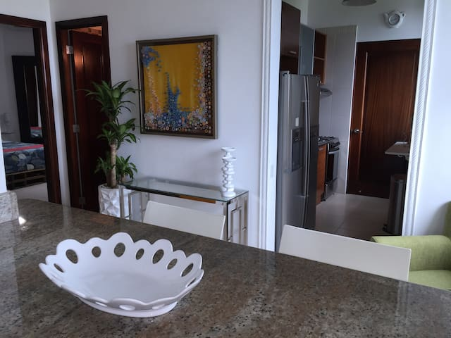 Elegant Ocean View Upscale Condo by the Canal - Panama - Leilighet