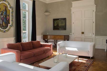 Chateau Les Bardons with heated pool sleeps 12