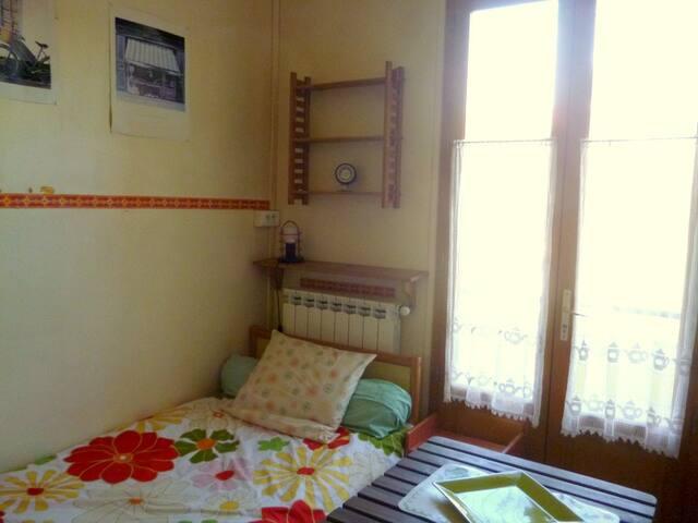 chambre avec kitchenette et balcon - Montpellier - Huis
