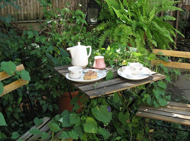 Good morning!... Start your day having breakfast in the garden...