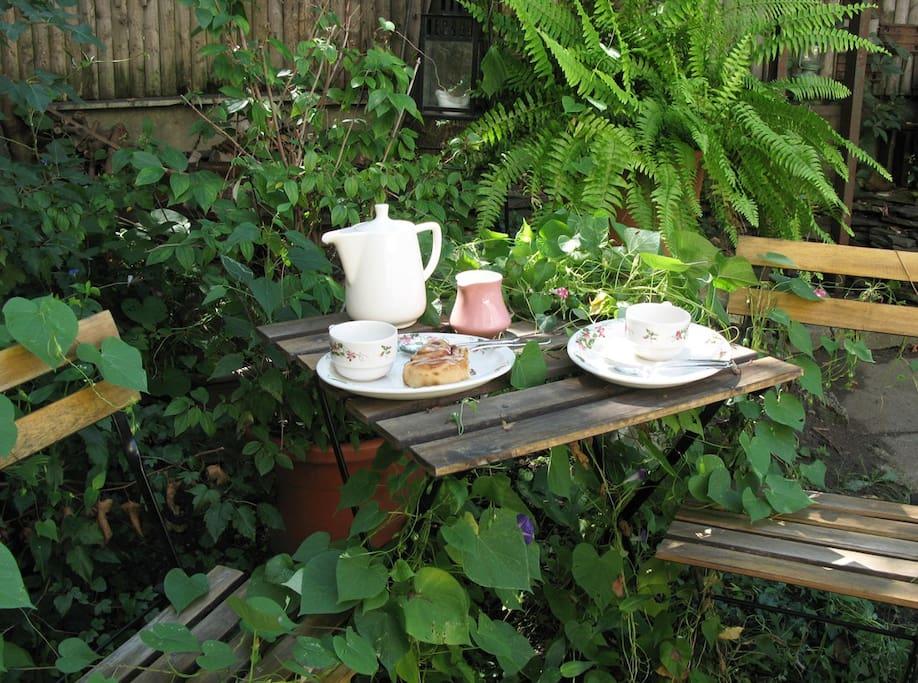 Good morning!... Start your day having breakfast in the garden...