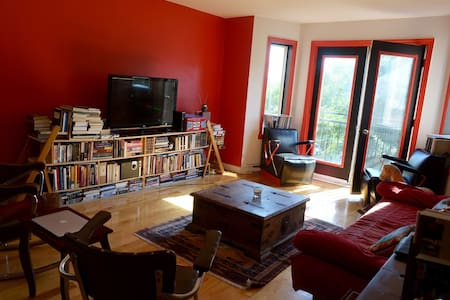Large room in Montreal with Parking - Montréal - Apartment