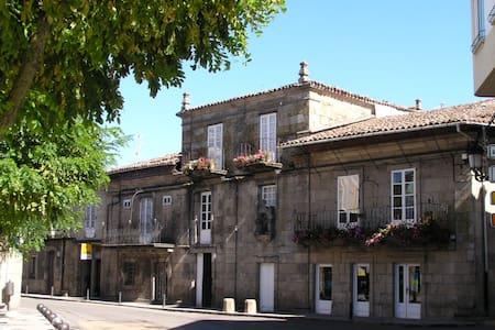 Casa Grande de Trives. Habitación Amarilla - A Pobra de Trives - Penzion (B&B)