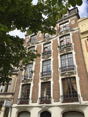 Chambre étudiant / stagiaire - Charleroi - 公寓