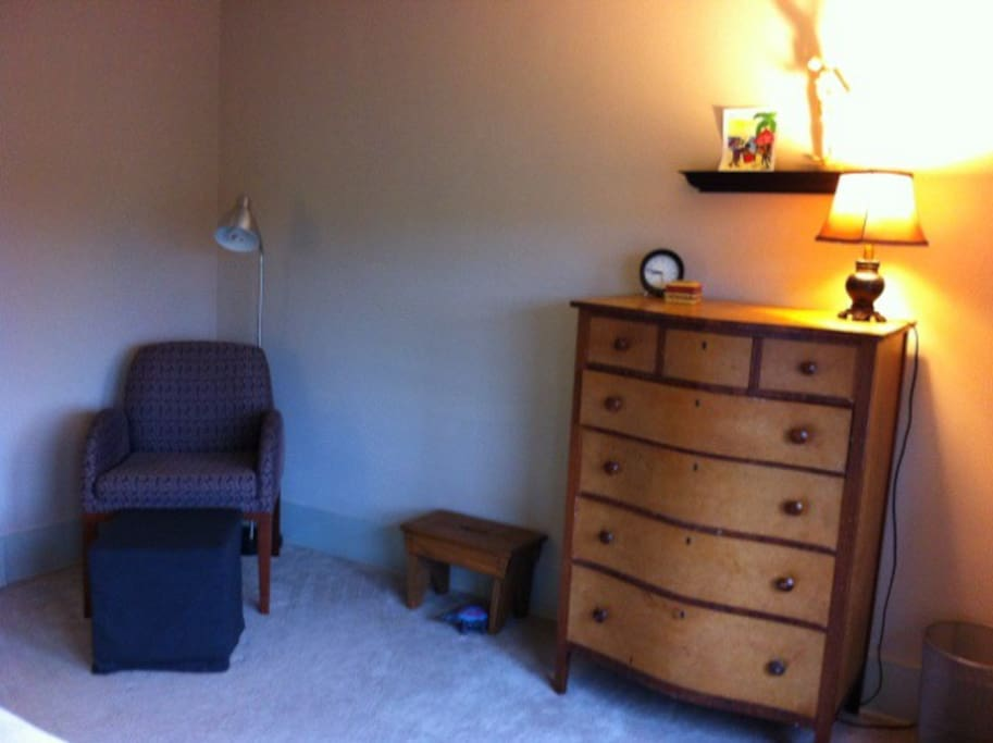Sitting area and dresser for your use