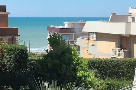 Stanza privata e bagno personale, davanti al mare - Anzio