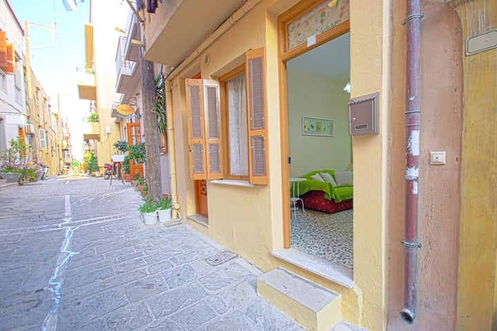 Spacious Old Town Apt, Near Beach and Attractions