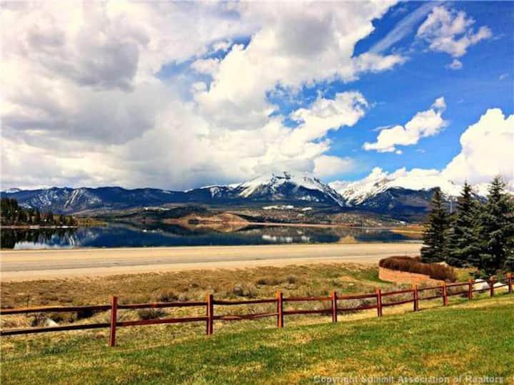 2BR/2BA Stunning Mountain and Lake Dillon Views!