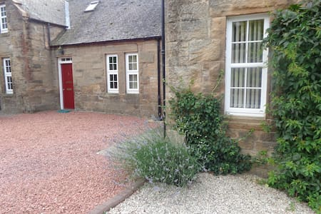 Beautiful Cottage in bonnie Scotlan - Sanquhar