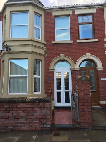 Large 4 bedroom house - Cardiff - Haus