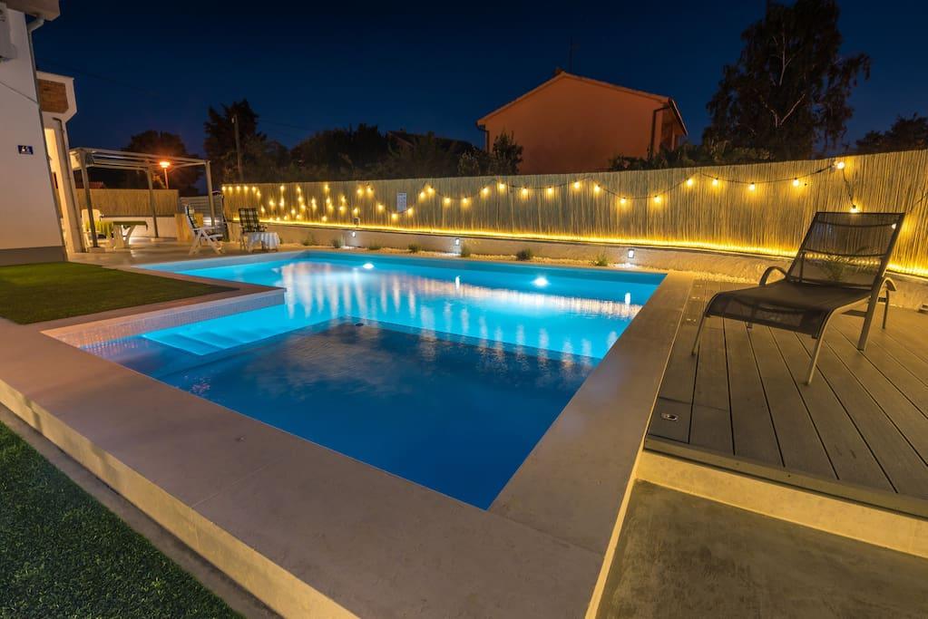 Swiming pool, at night