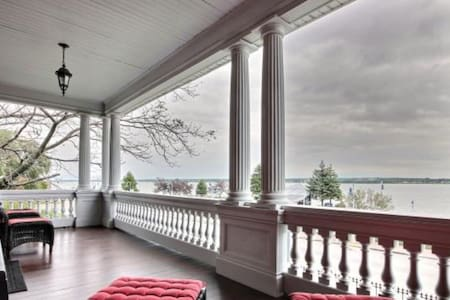 L'Émerillon - Chambre Victoria - Trois-Rivières - Bed & Breakfast