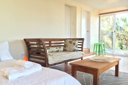 Studio Style Room above the Beaches - Bilgola Beach